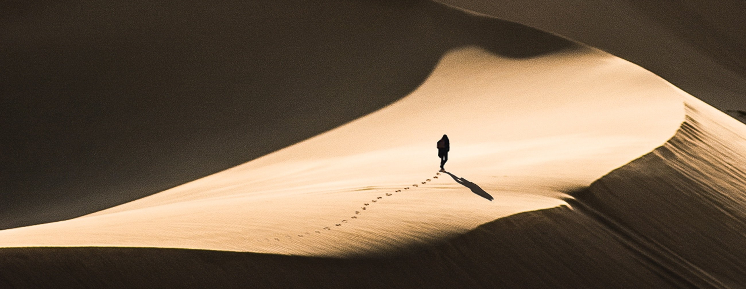 Man wlaking in the desert